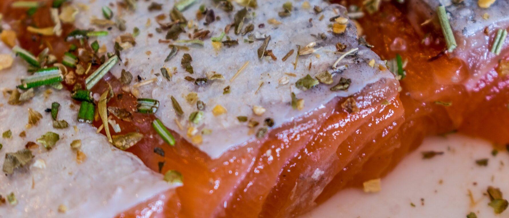 Salmone al forno con le erbe